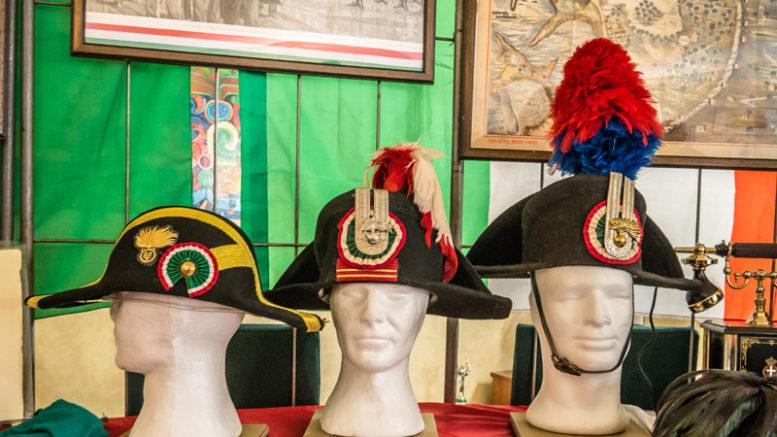 Cappelli dei carabinieri e cimeli di guerra in mostra a Palazzo Mistrot d8a32214e317