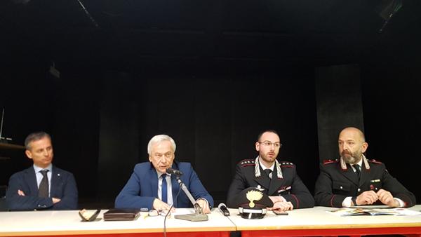 Da sinistra, l'assessore Gianni Gallo, il sindaco Eugenio Aghemo, il capitano Giovanni Piscopo e il luogotenente Salvatore Fucarino